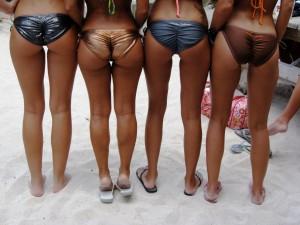 jolis culs de femmes blacks en bikini