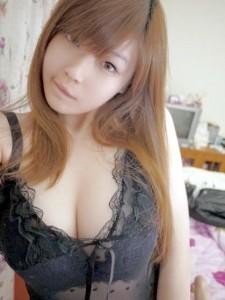selfie d'une japonaise dans sa chambre