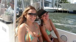 filles en bikini profitent des vacances