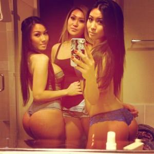 copines asiatiques font un selfie en sous-vêtements de leur gros cul