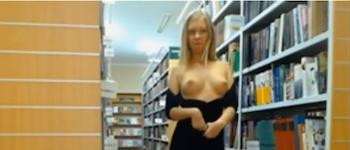 Vidéo, chaudasse dans une bibliothèque