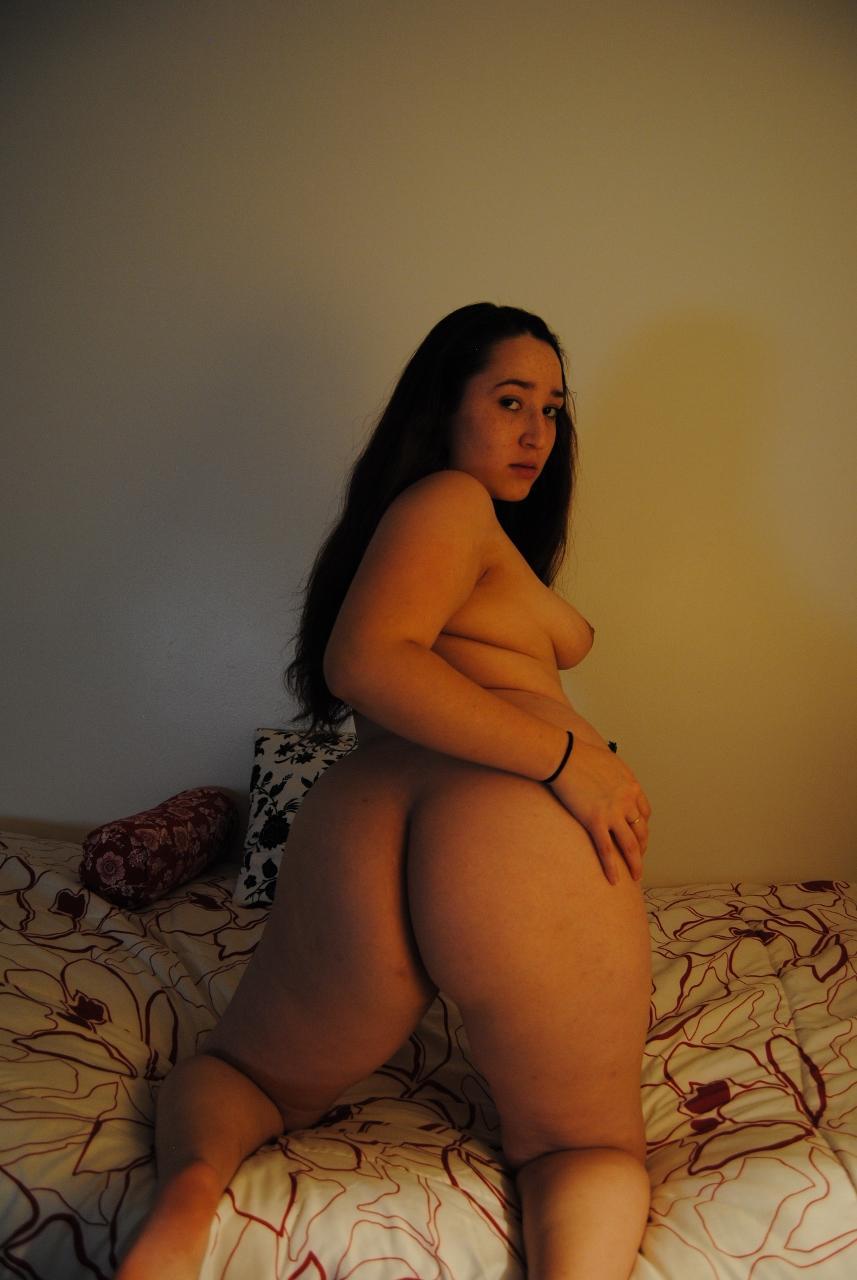 femme montre son cul ronde coquine