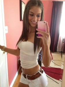 selfie brune sexy
