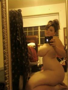 photo jolie fille ronde et sa paire de seins
