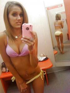 selfie bonasse en sous-vêtement