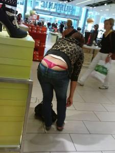 string très voyant dans magasin