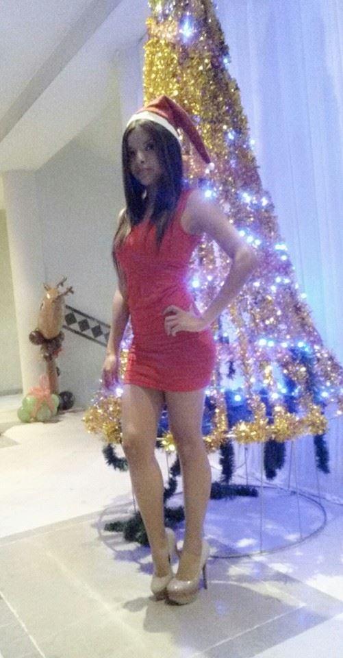 jolie mère Noël en robe sexy