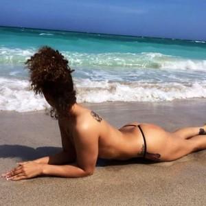 jolie fille topless