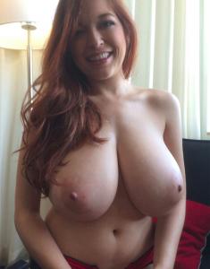 MILF avec une belle et grosse poitrine