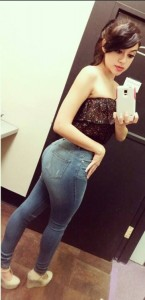selfie en jean moulant