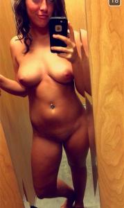 un selfie de ma copine entièrement nue