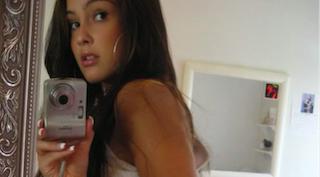une bombe sexuelle qui se prend en selfie