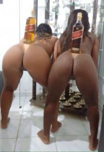 2 culs de brésiliennes nues