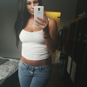 selfie d'une magnifique brune de 30 ans